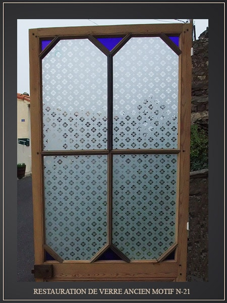 vieille vitre peinte avec motifs. Black Bedroom Furniture Sets. Home Design Ideas