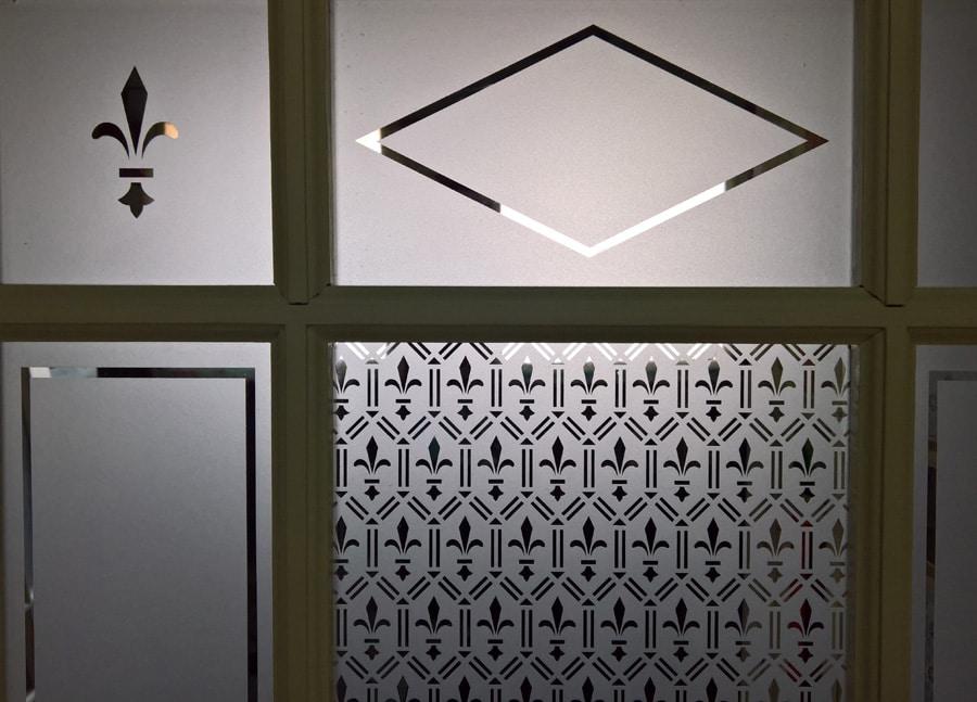 ancienne vitre d corative en verre sabl. Black Bedroom Furniture Sets. Home Design Ideas