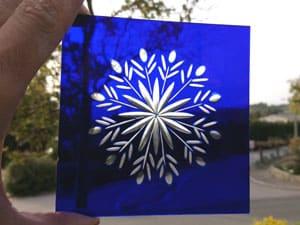 Gravure sur verre bleu