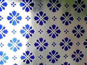 vitre ancienne bleu a motif